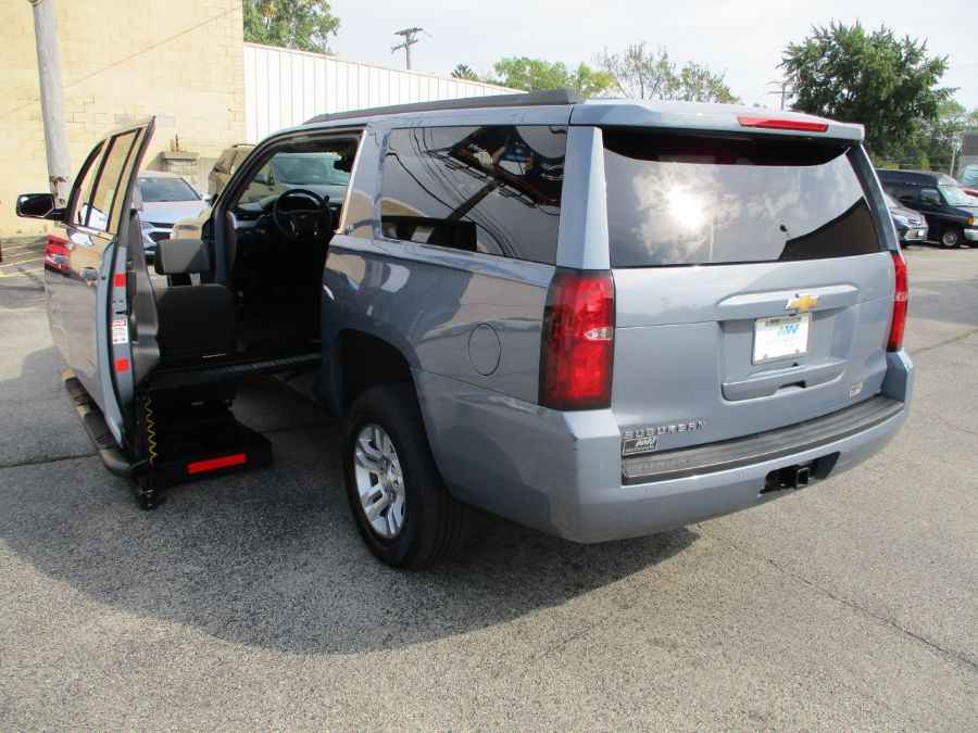Gray Chevrolet Suburban image number 19