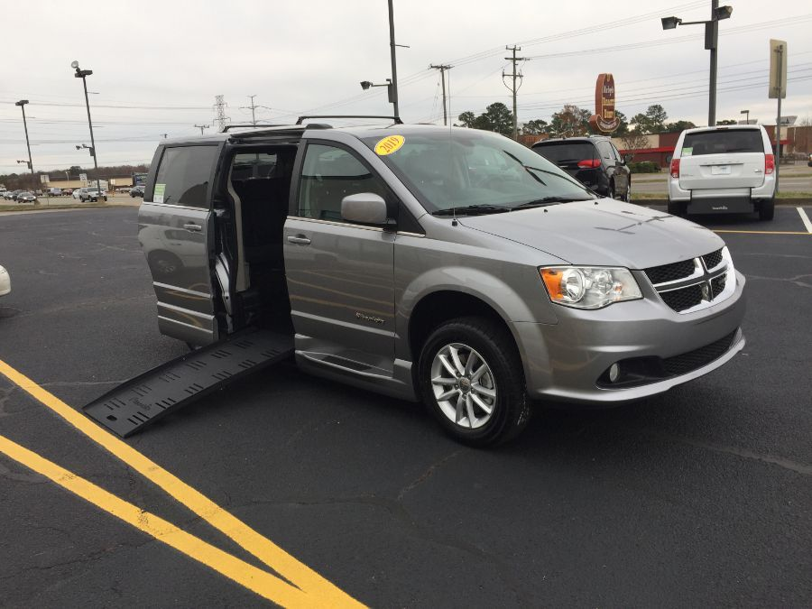 Silver Dodge Grand Caravan image number 34