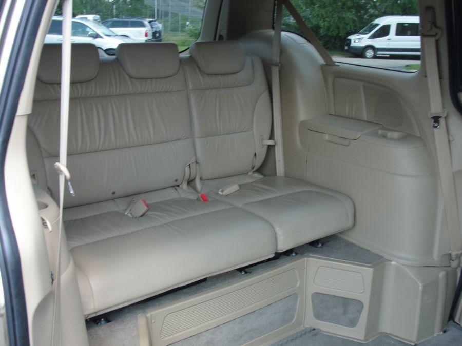 Gold Honda Odyssey image number 16