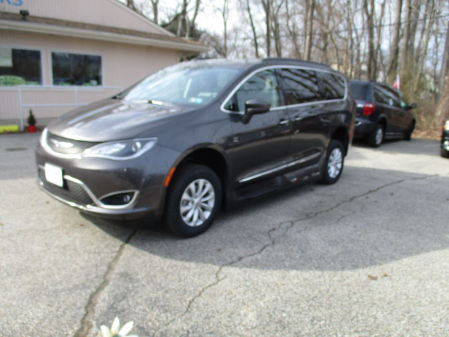 Gray Chrysler Pacifica image number 11