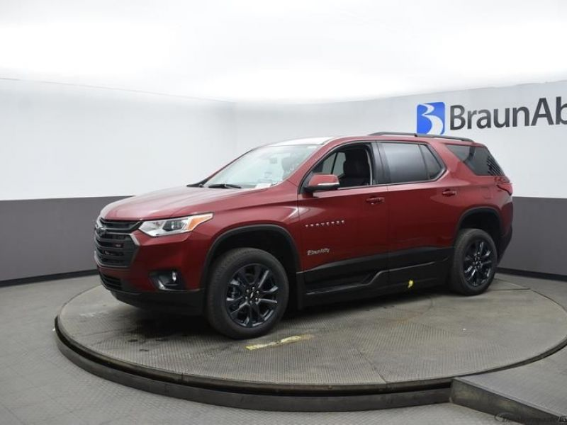 Red Chevrolet Traverse image number 2