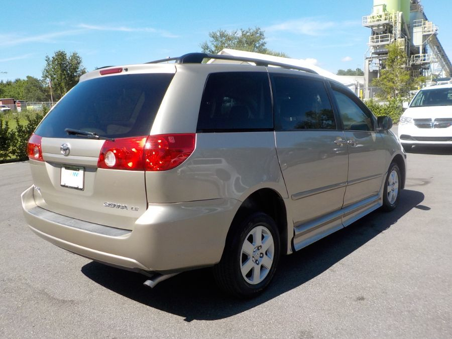 Toyota Sienna image number 5