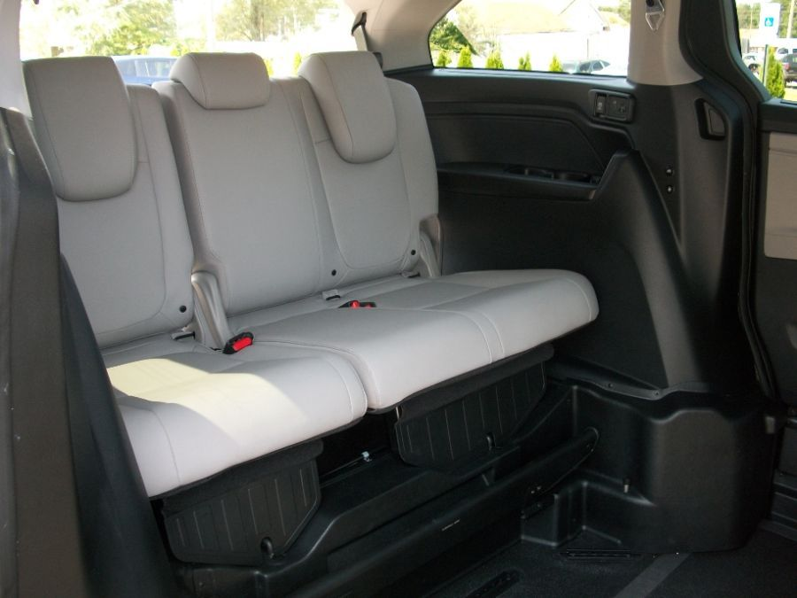 Gray Honda Odyssey image number 21
