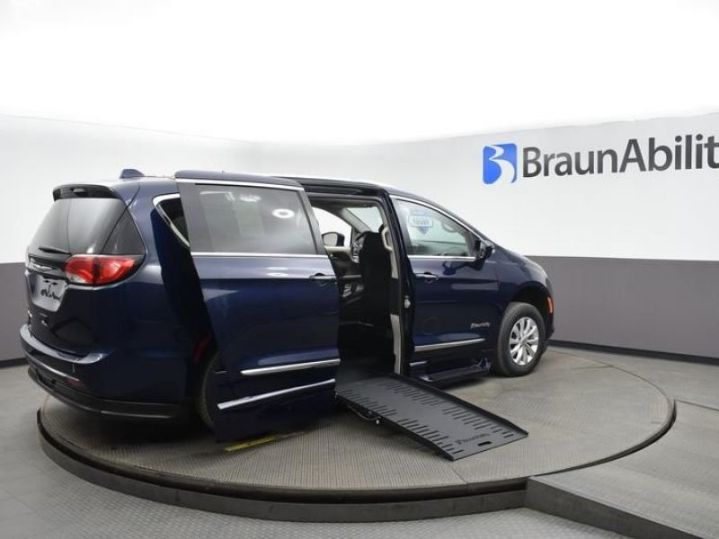 Blue Chrysler Pacifica image number 7