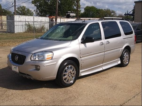 Silver Buick Terraza image number 16