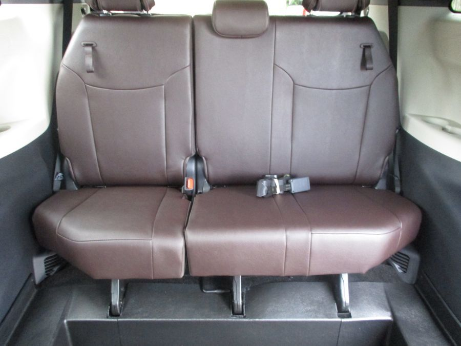 Gray Toyota Sienna image number 12