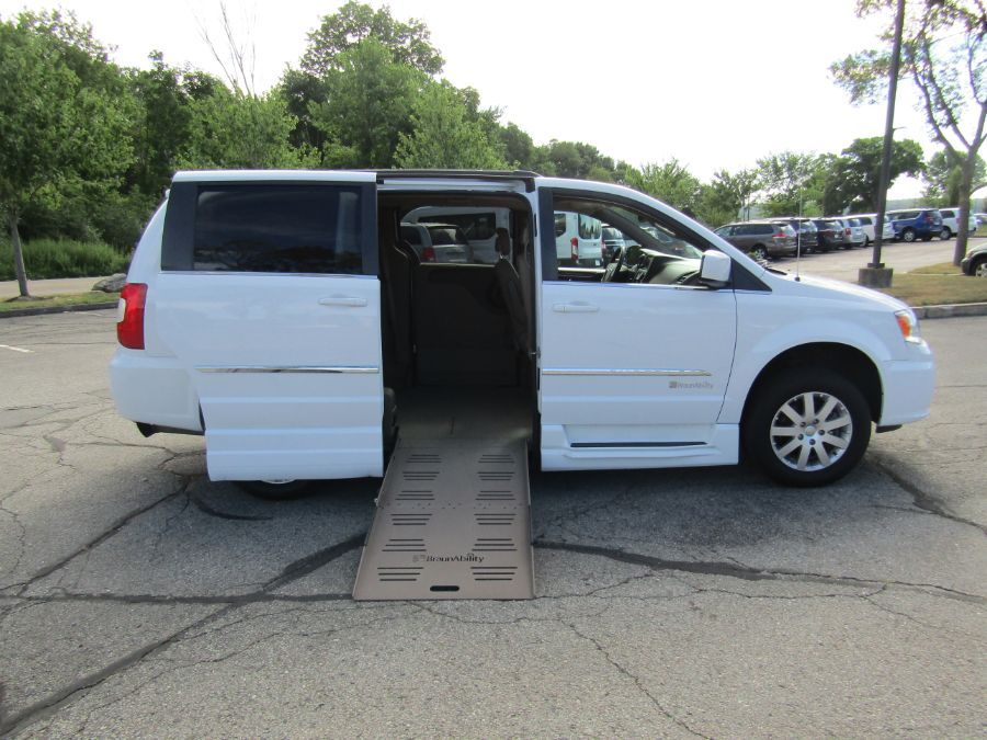 White Chrysler Town and Country image number 7