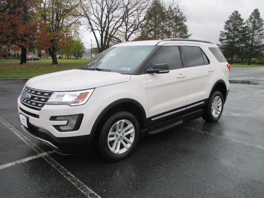 White Ford Explorer image number 1