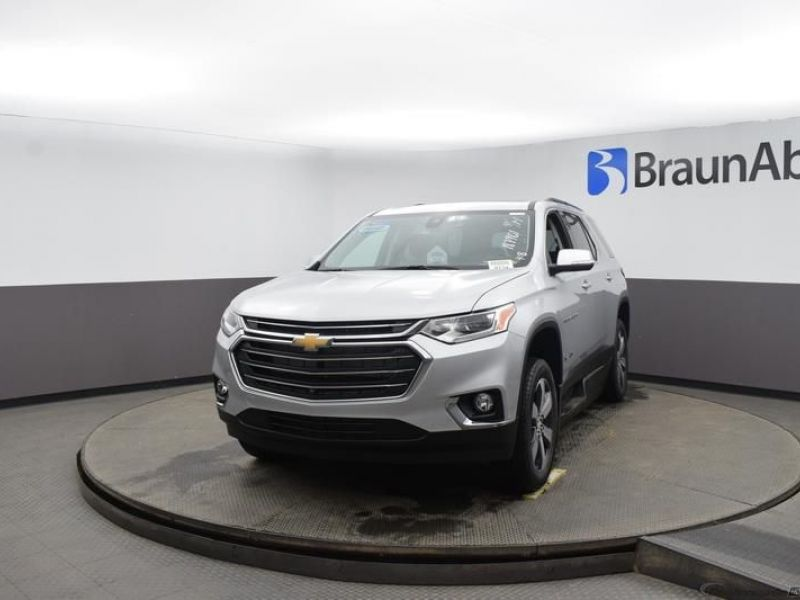 Silver Chevrolet Traverse image number 1