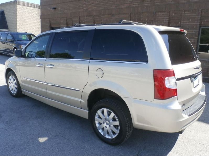BROWN Chrysler Town and Country image number 4