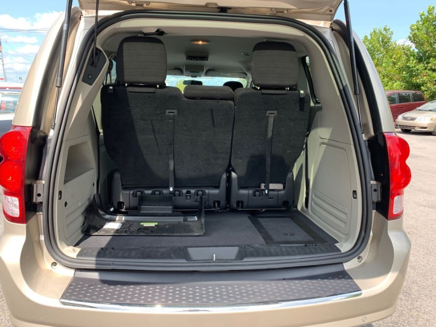 Brown Dodge Grand Caravan image number 5