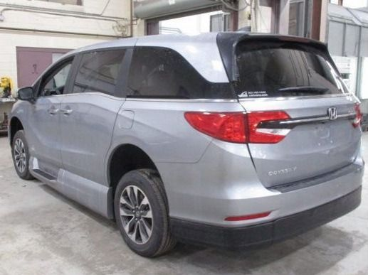 Silver Honda Odyssey image number 5