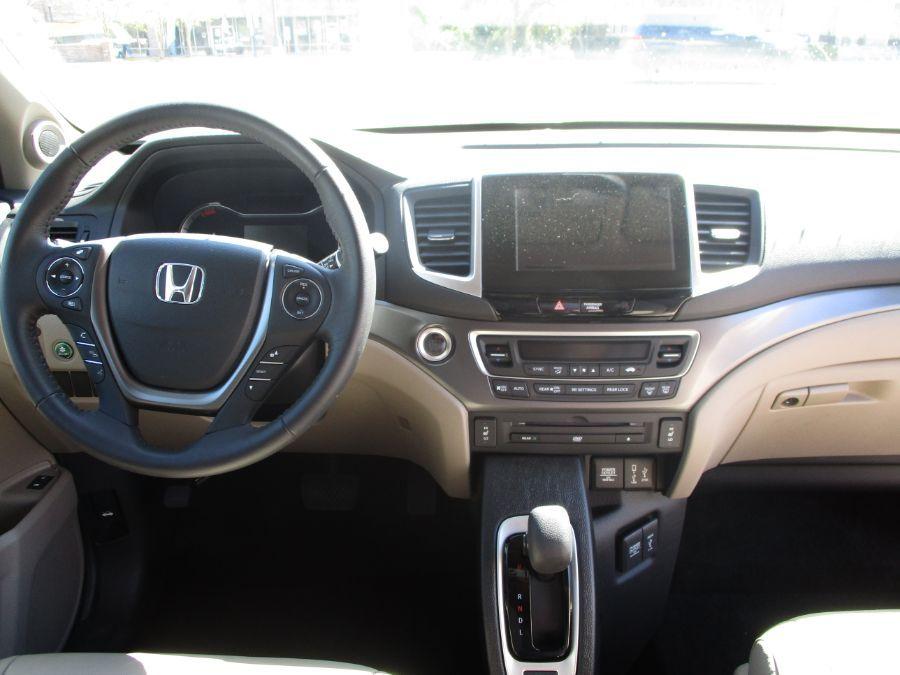 Green Honda Pilot image number 10