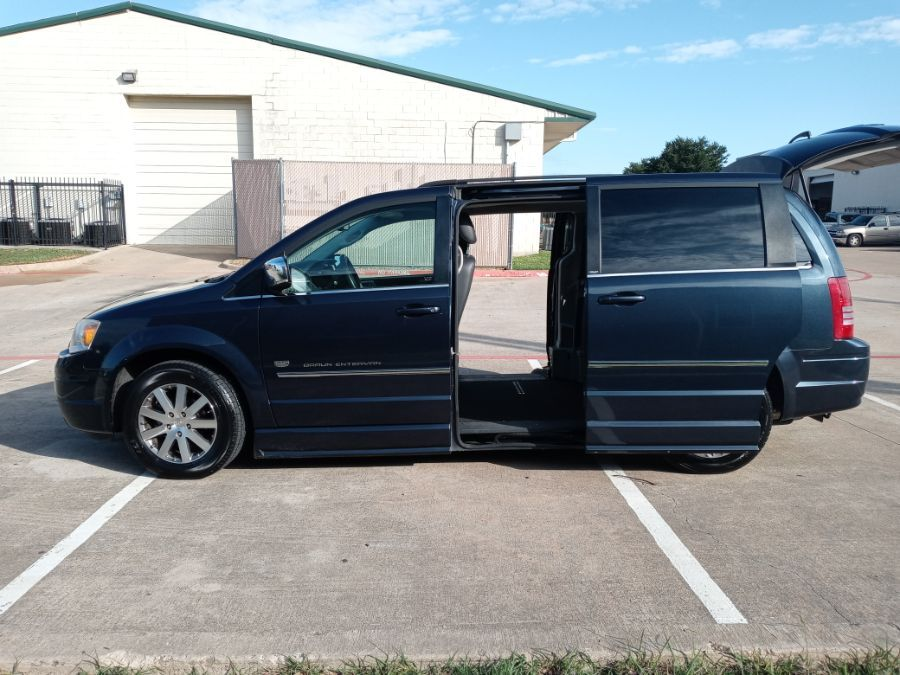 Blue Chrysler Town and Country image number 19