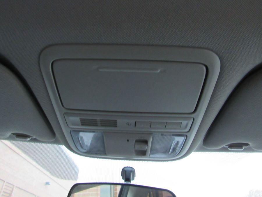 Brown Honda Odyssey image number 16