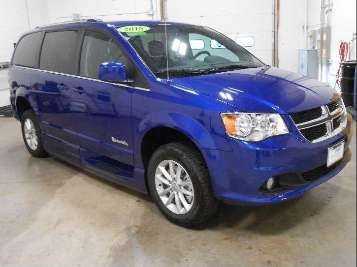 Blue Dodge Grand Caravan image number 23