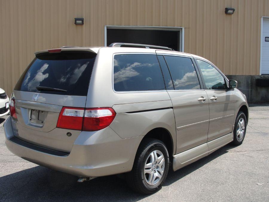 Gold Honda Odyssey image number 7