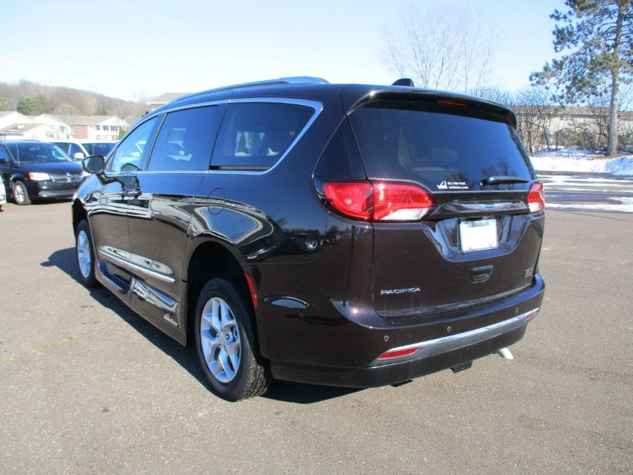 Brown Chrysler Pacifica image number 4