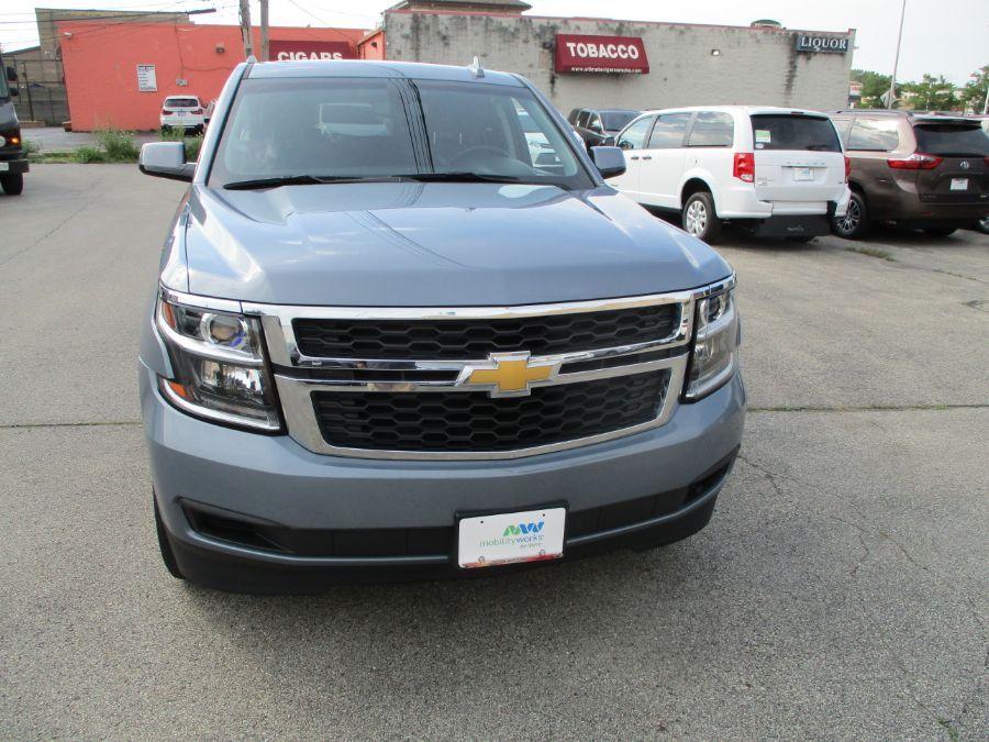 Gray Chevrolet Suburban image number 8
