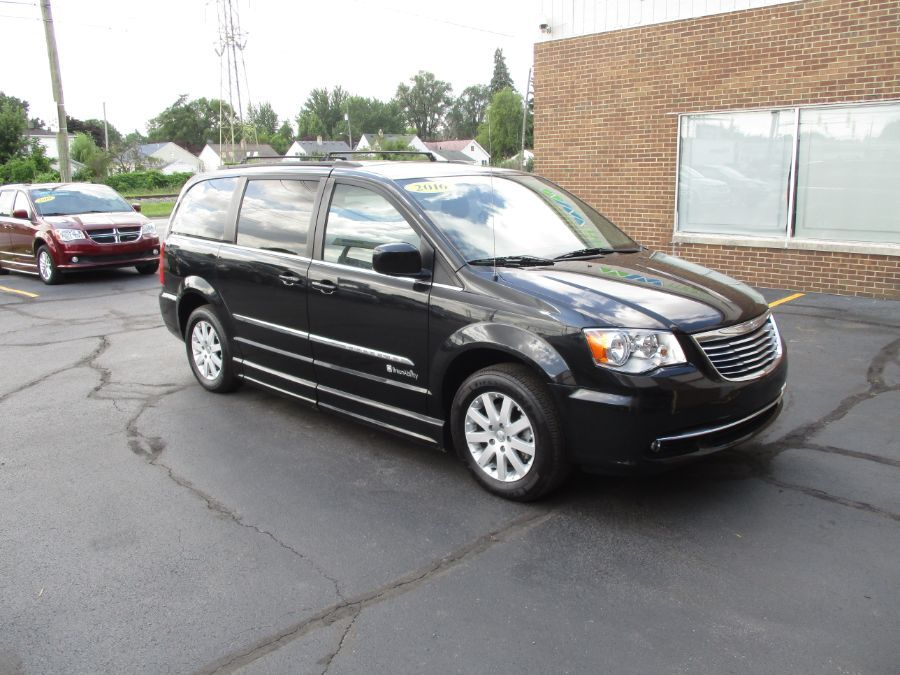 Black Chrysler Town and Country image number 9
