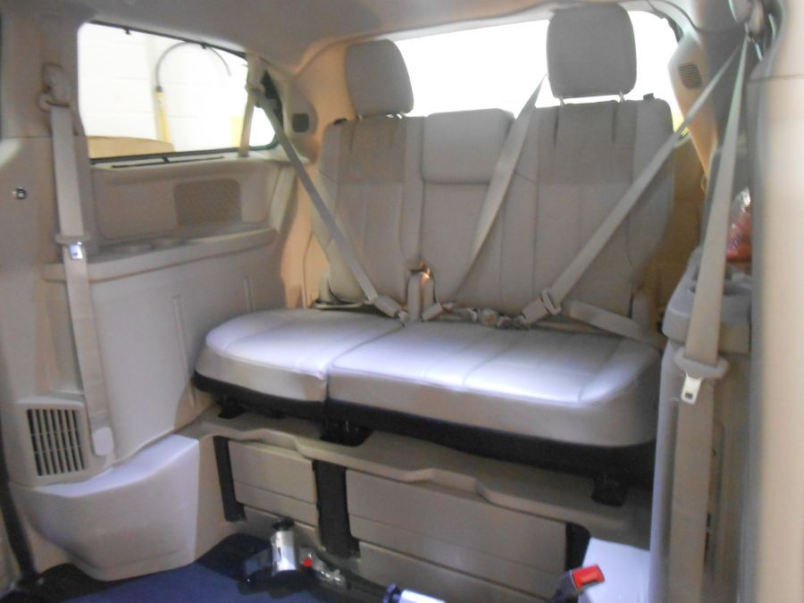 Gray Chrysler Town and Country image number 14
