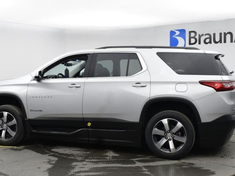 Silver Chevrolet Traverse image number 6