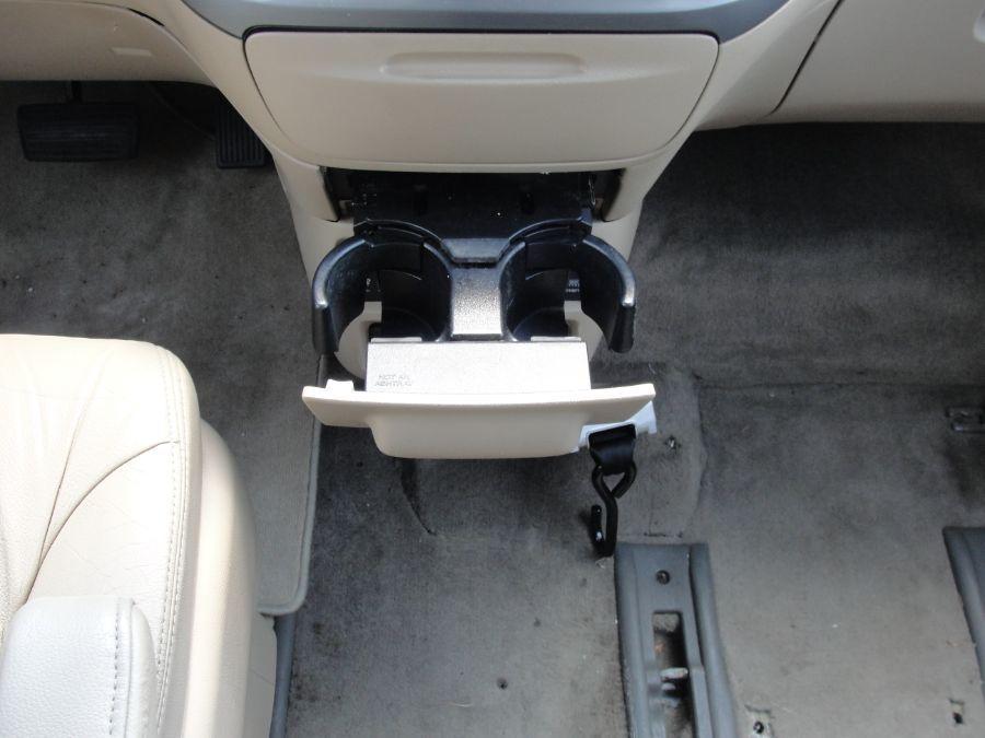 Gold Honda Odyssey image number 14