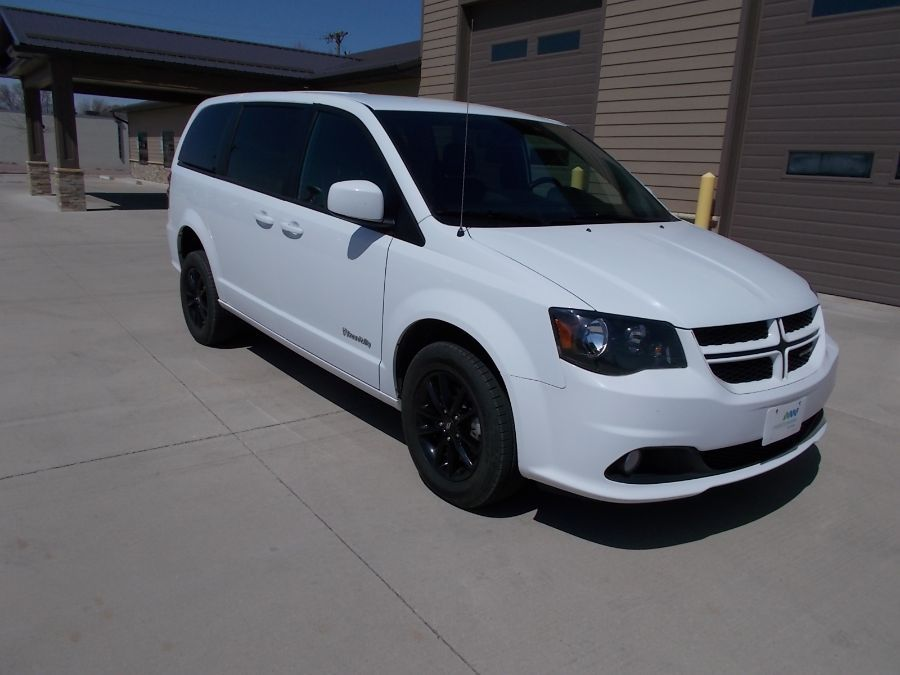 White Dodge Grand Caravan image number 13