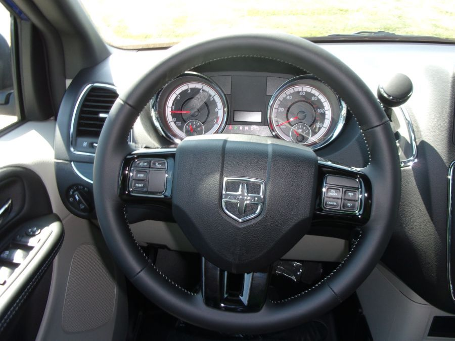 Blue Dodge Grand Caravan image number 10