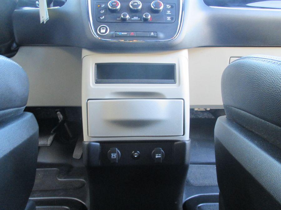 Gray Dodge Grand Caravan image number 23