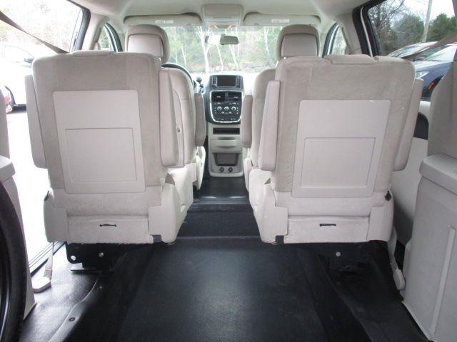 White Dodge Grand Caravan image number 21