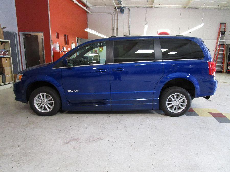 Blue Dodge Grand Caravan image number 3