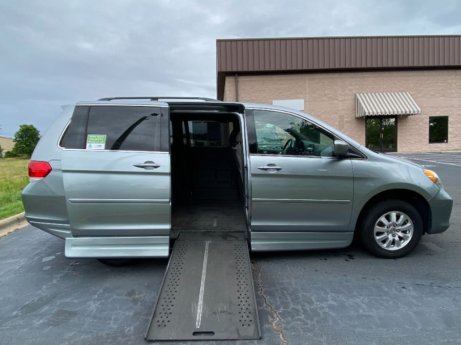 Silver Honda Odyssey with Side Entry Automatic  ramp