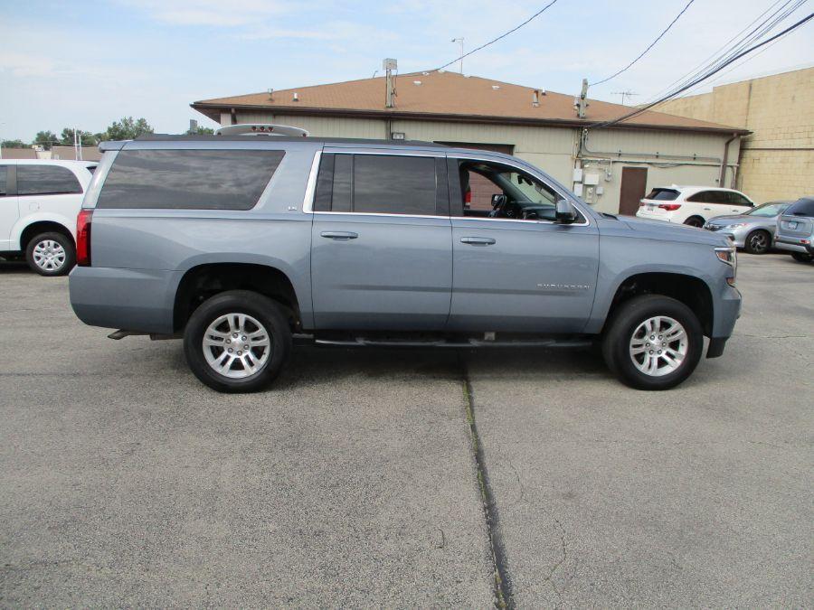 Gray Chevrolet Suburban image number 7