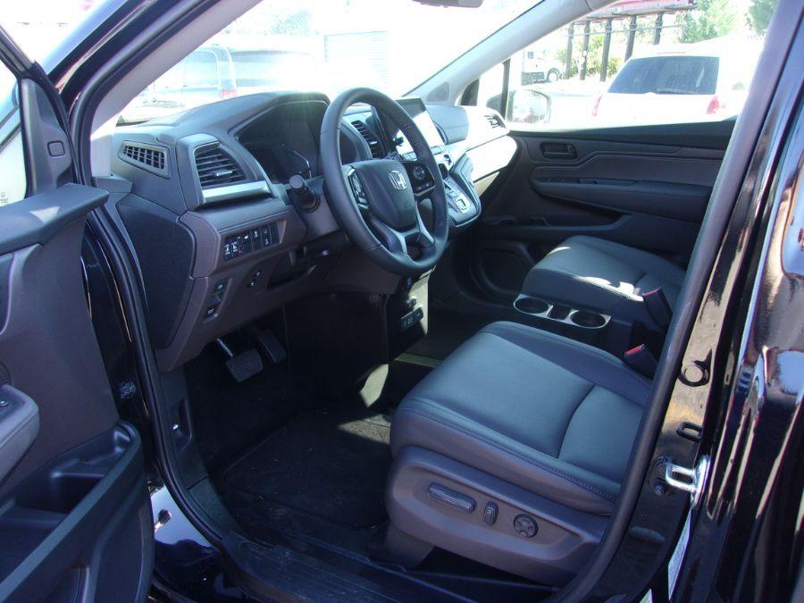 Black Honda Odyssey image number 7