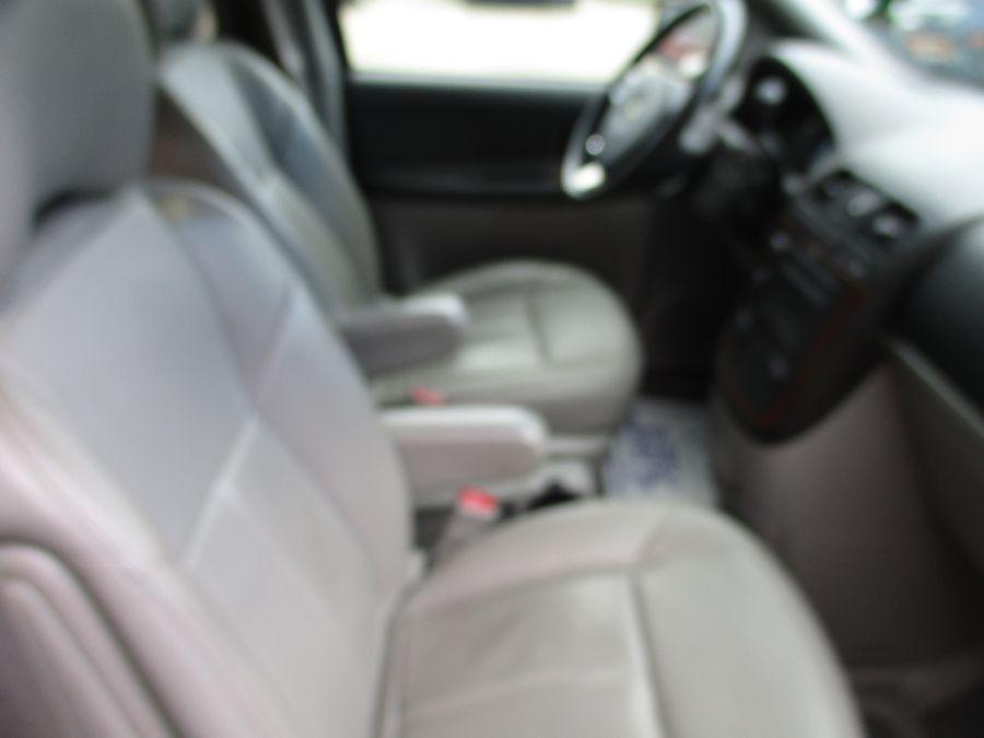 Red Chevrolet Uplander image number 1