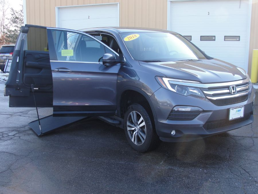 Gray Honda Pilot with Side Entry Manual In Floor ramp