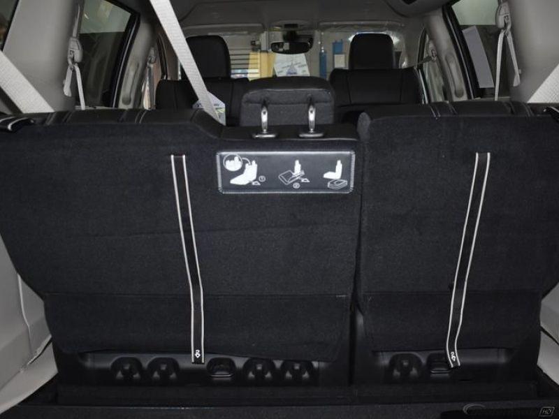 Silver Chrysler Voyager image number 13