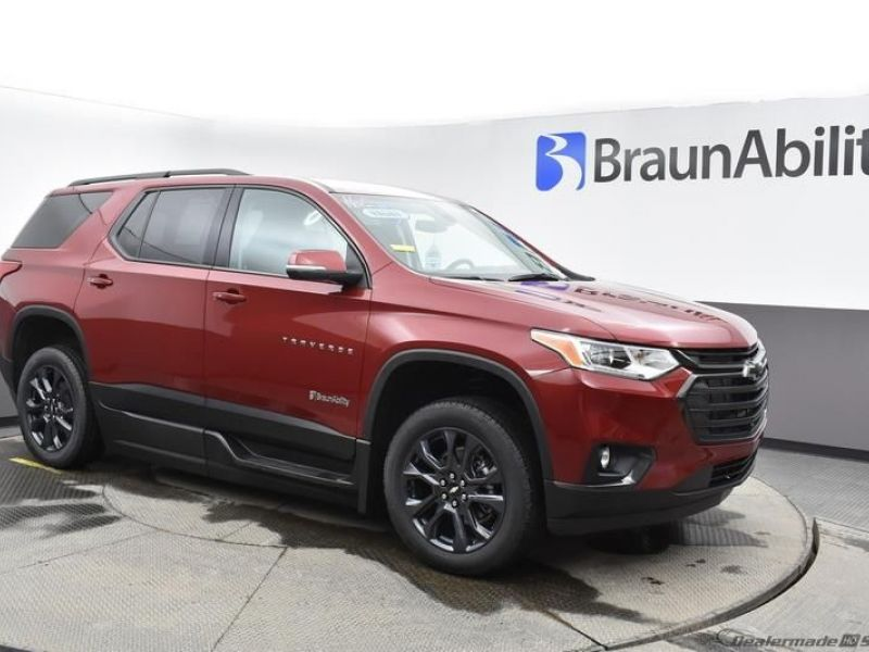 Red Chevrolet Traverse image number 14