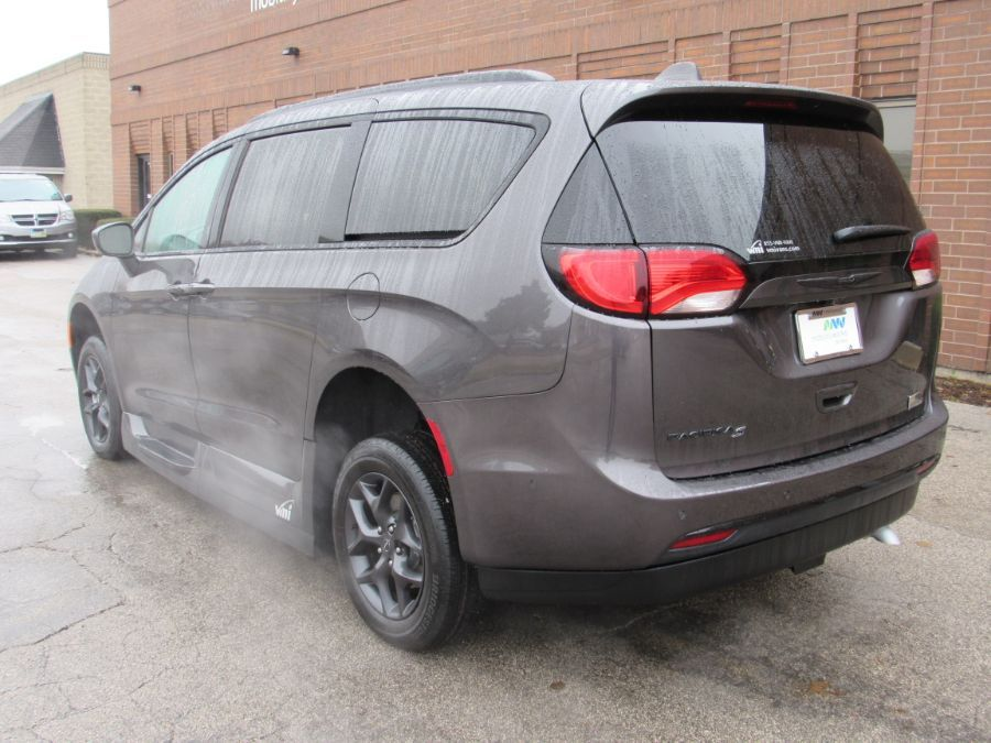 Gray Chrysler Pacifica image number 4