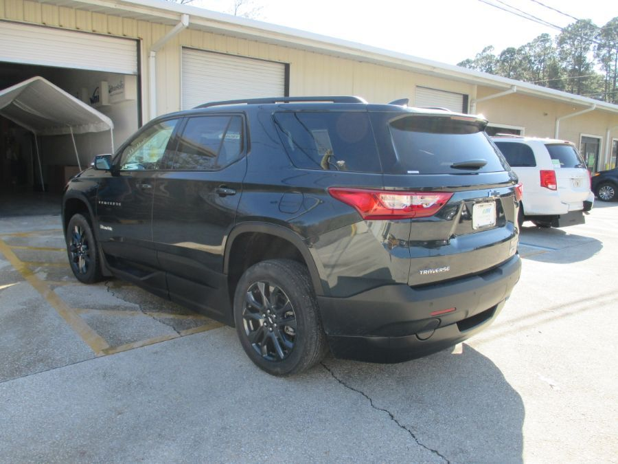 Gray Chevrolet Traverse image number 3