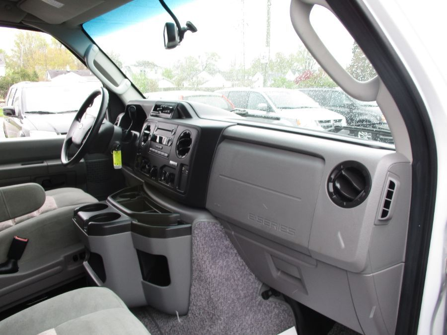 White Ford E-Series Cargo image number 22