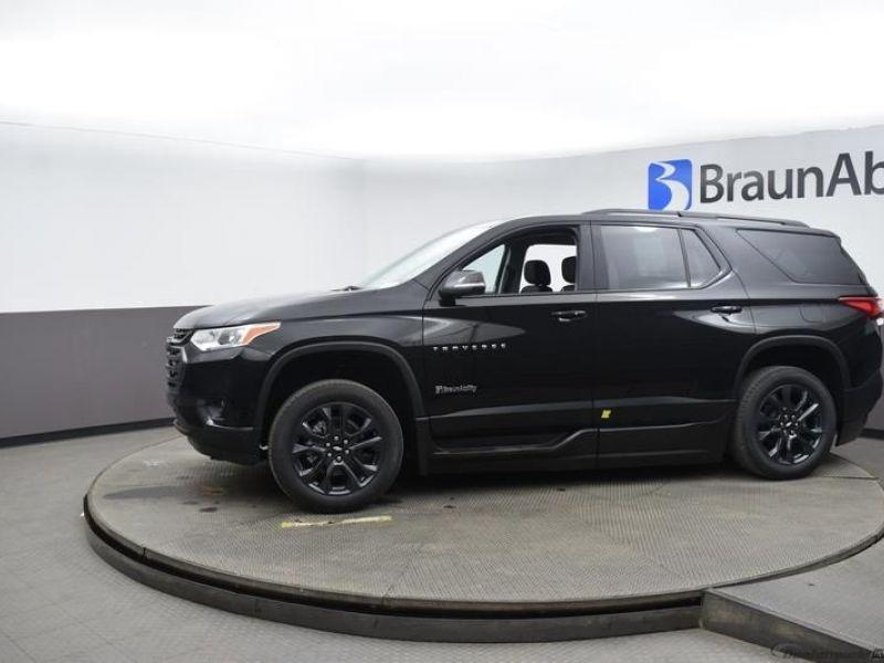 Black Chevrolet Traverse image number 2