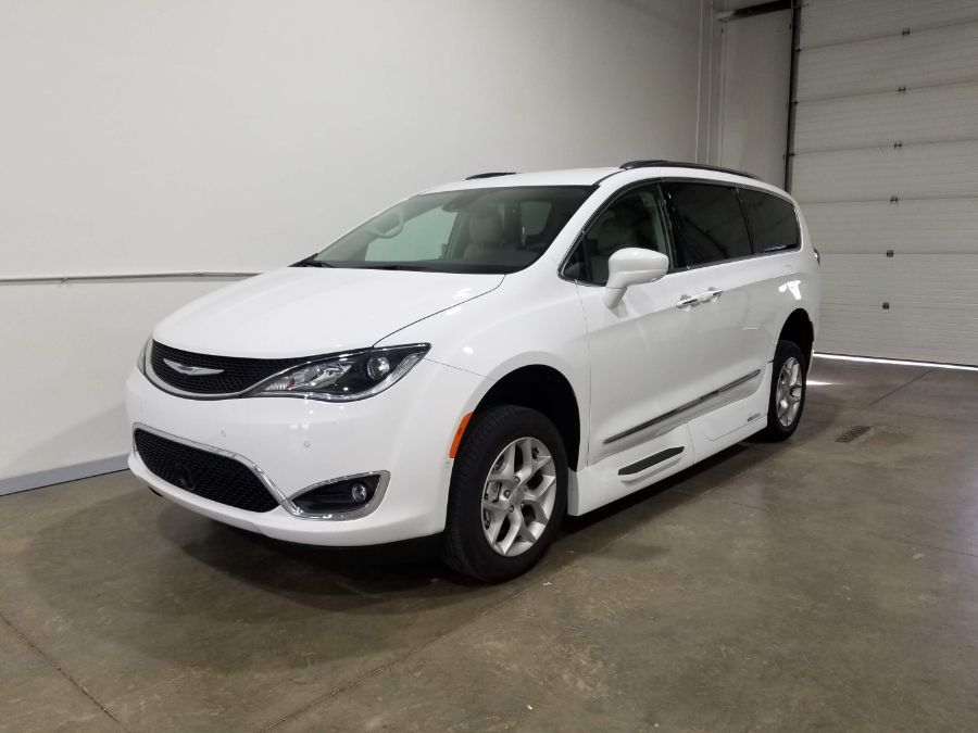 White Chrysler Pacifica image number 8
