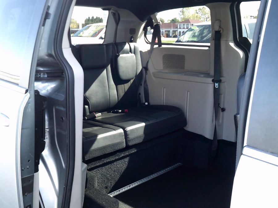 Silver Dodge Grand Caravan image number 20
