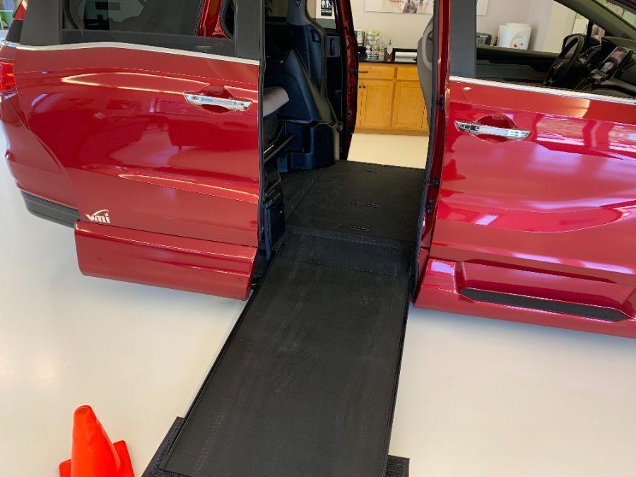 Red Honda Odyssey image number 2