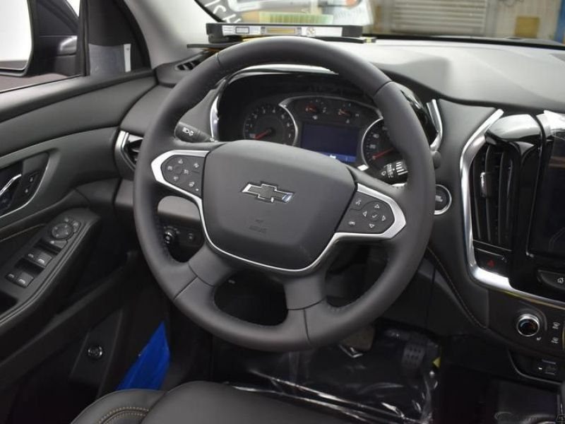 Gray Chevrolet Traverse image number 10