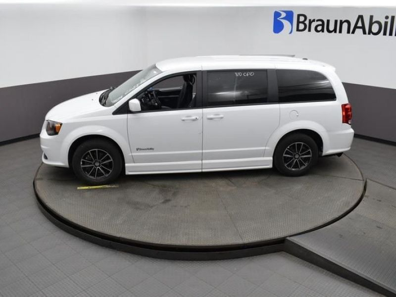 White Dodge Grand Caravan image number 19