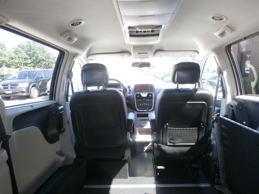 BROWN Chrysler Town and Country image number 37