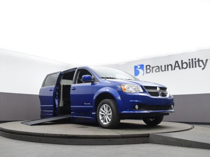 Blue Dodge Grand Caravan image number 13